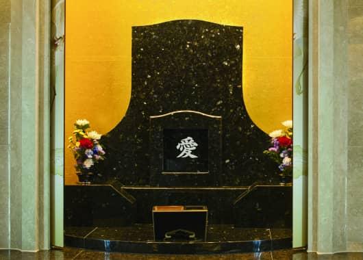より参拝室がワイドなご家族用、デラックスタイプの写真一例