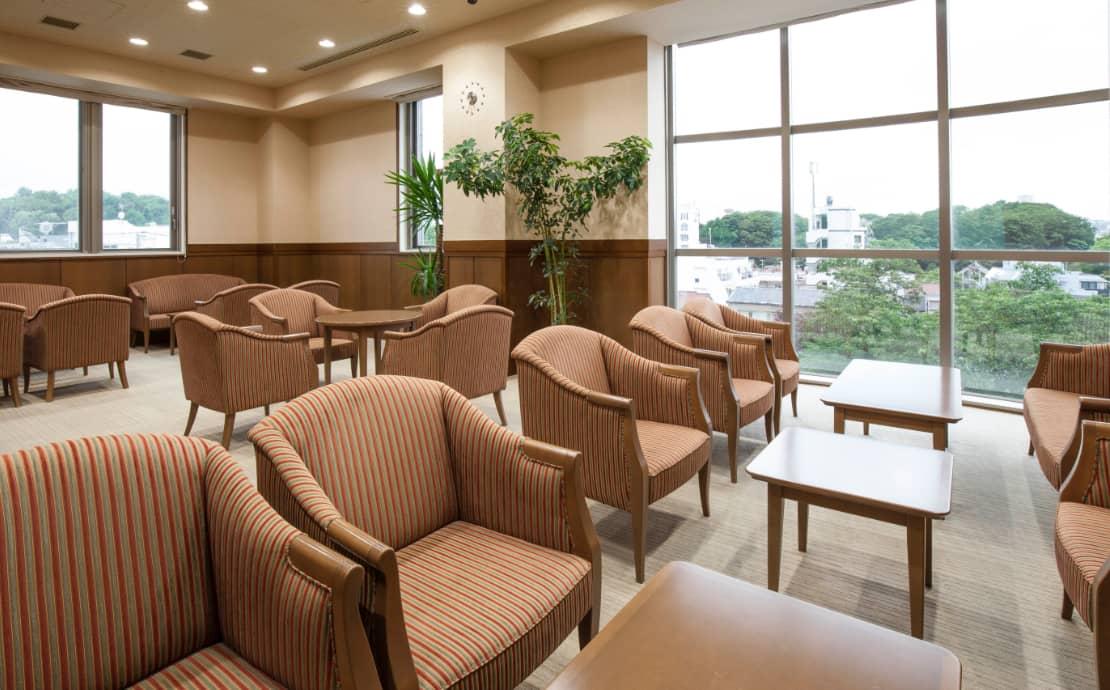 デラックスタイプの3階のお待ち合わせなどにお寛ぎいただける特別応接室の写真